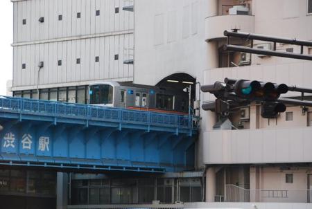 Die Ginzaline verschwindet in Shibuya im Warenhaus