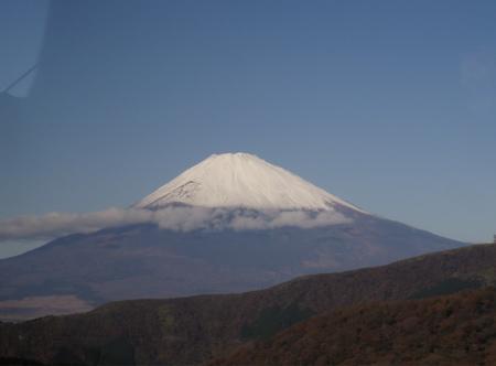 Und rechts tut sich dann der spektakuläre Blick auf den Fuji-san auf.