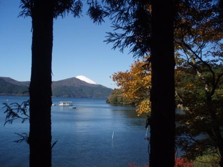 Entlang des Sees tun sich immer wieder spektakuläre Aussichten auf den See und den Fuji-san auf.