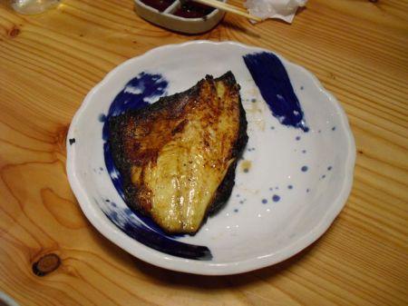Yaki Sakana. Gebratener Fisch, dessen Namen ich leider vergessen habe.